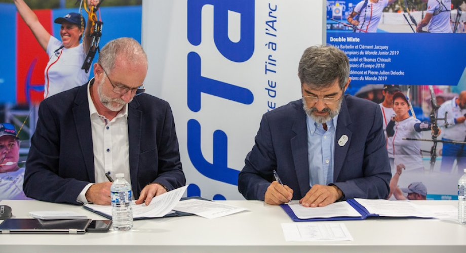 Signature des statuts du CO France Tir à l'Arc